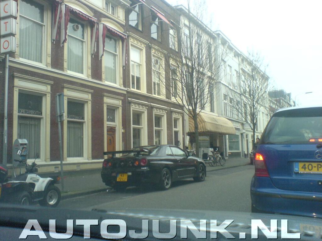 dominant vriend mooi in de buurt Den Haag