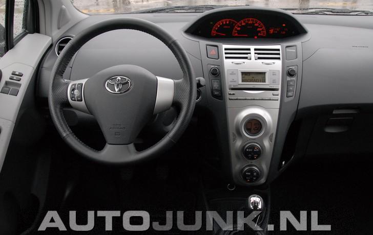 Toyota yaris ts foto 39 s 9208 for Interieur yaris 1
