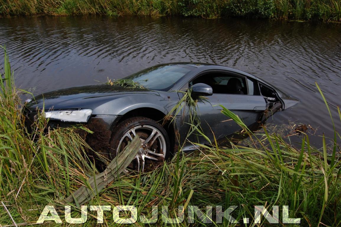 Audi R8 Crash (Garage Van