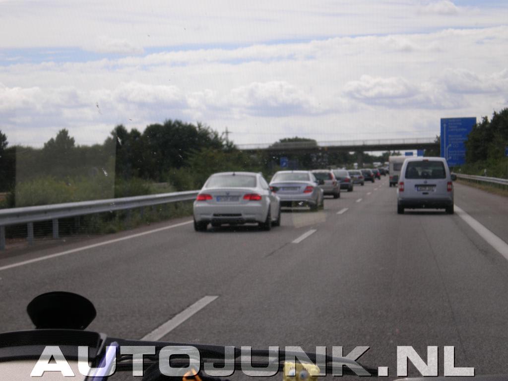 Mercedes benz c63 amg vs bmw m3 e92 autobahn foto 39 s for Mercedes benz autobahn