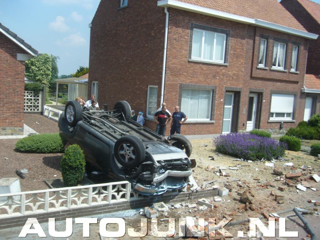 Accident in voortuin foto 39 s 33083 for Foto s voortuinen