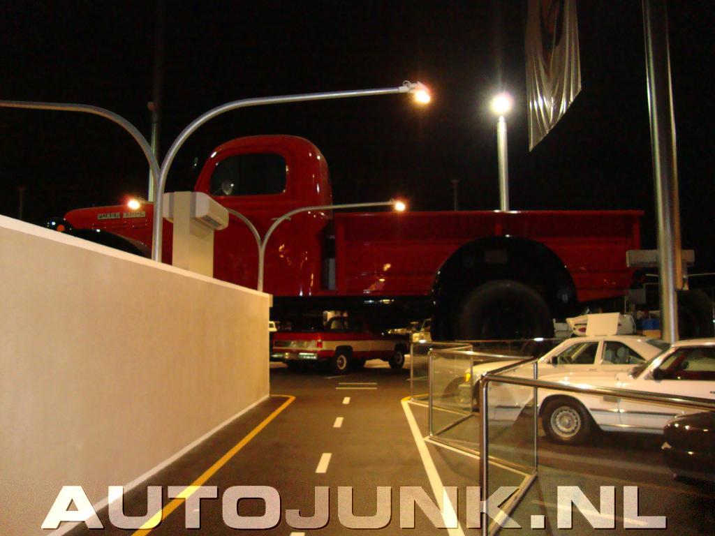 Grootste auto ter wereld dodge power wagon64 foto 39 s 34753 - Gordijnhuis van de wereld ...
