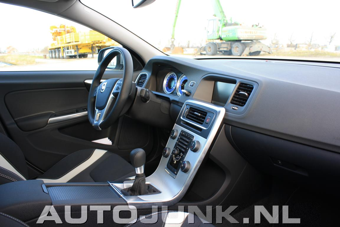 Volvo s60 r design 2011 interieur foto 39 s for Interieur foto s