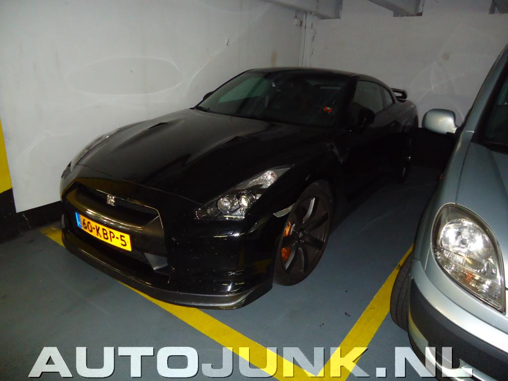 Nissan gtr in garage foto 39 s 59326 for Garage nissan paris