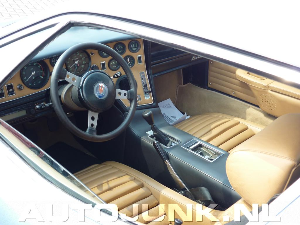 Maserati bora interieur foto 39 s 75444 for Interieur foto s