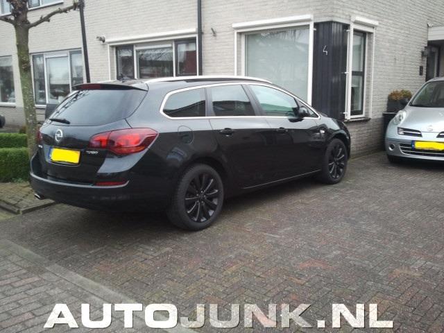 Zwarte Opel Astra Sports Tourer Is Zwart Foto S 187 Autojunk