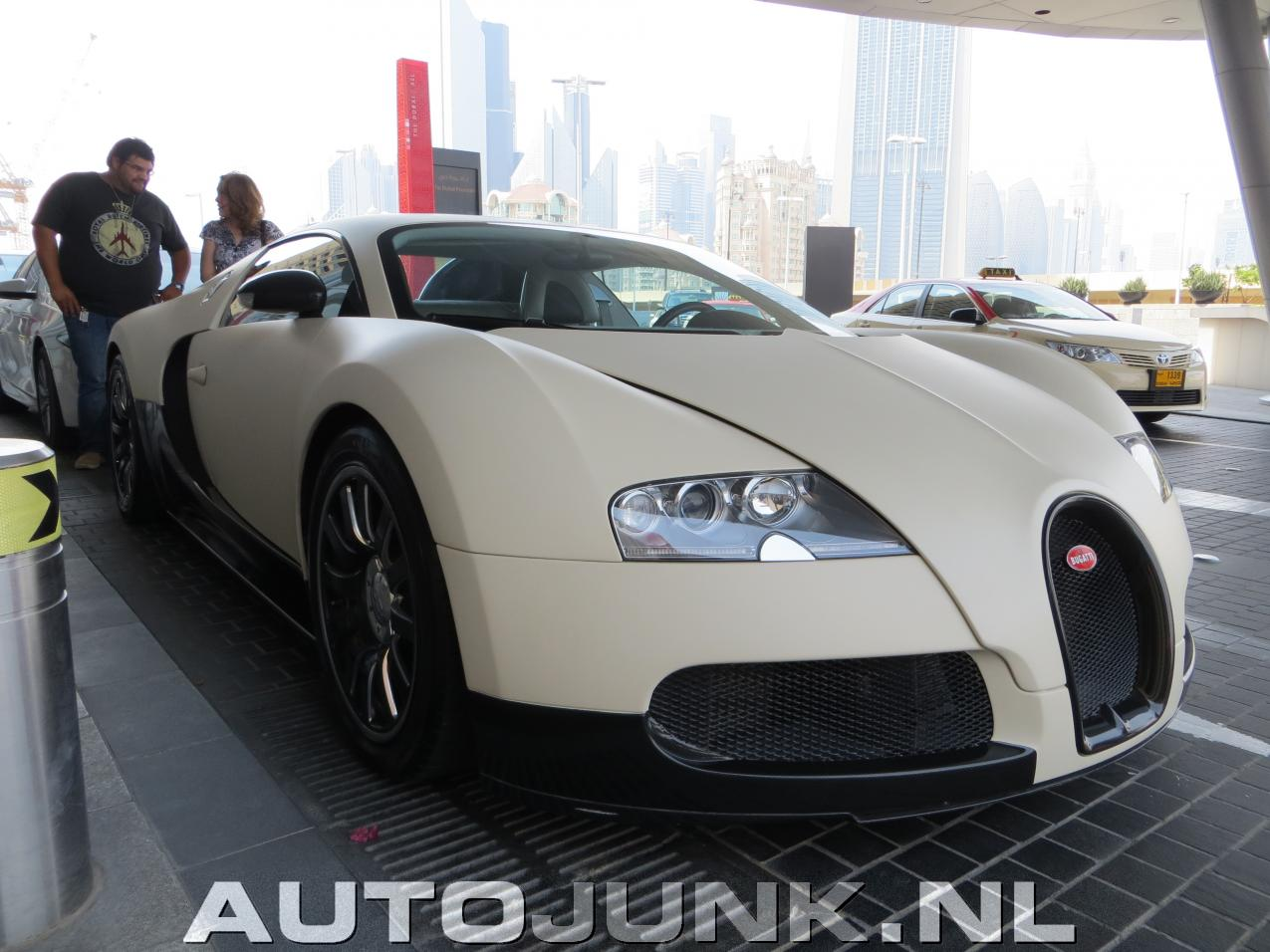 bugatti veyron dubai 2013 foto 39 s 103438. Black Bedroom Furniture Sets. Home Design Ideas