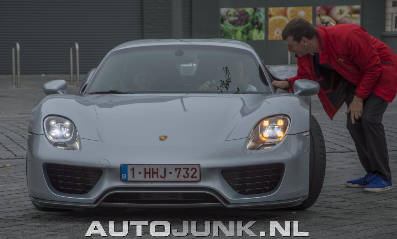 Porsche 918 Spyder Op Belgische Nummerplaat In Geel