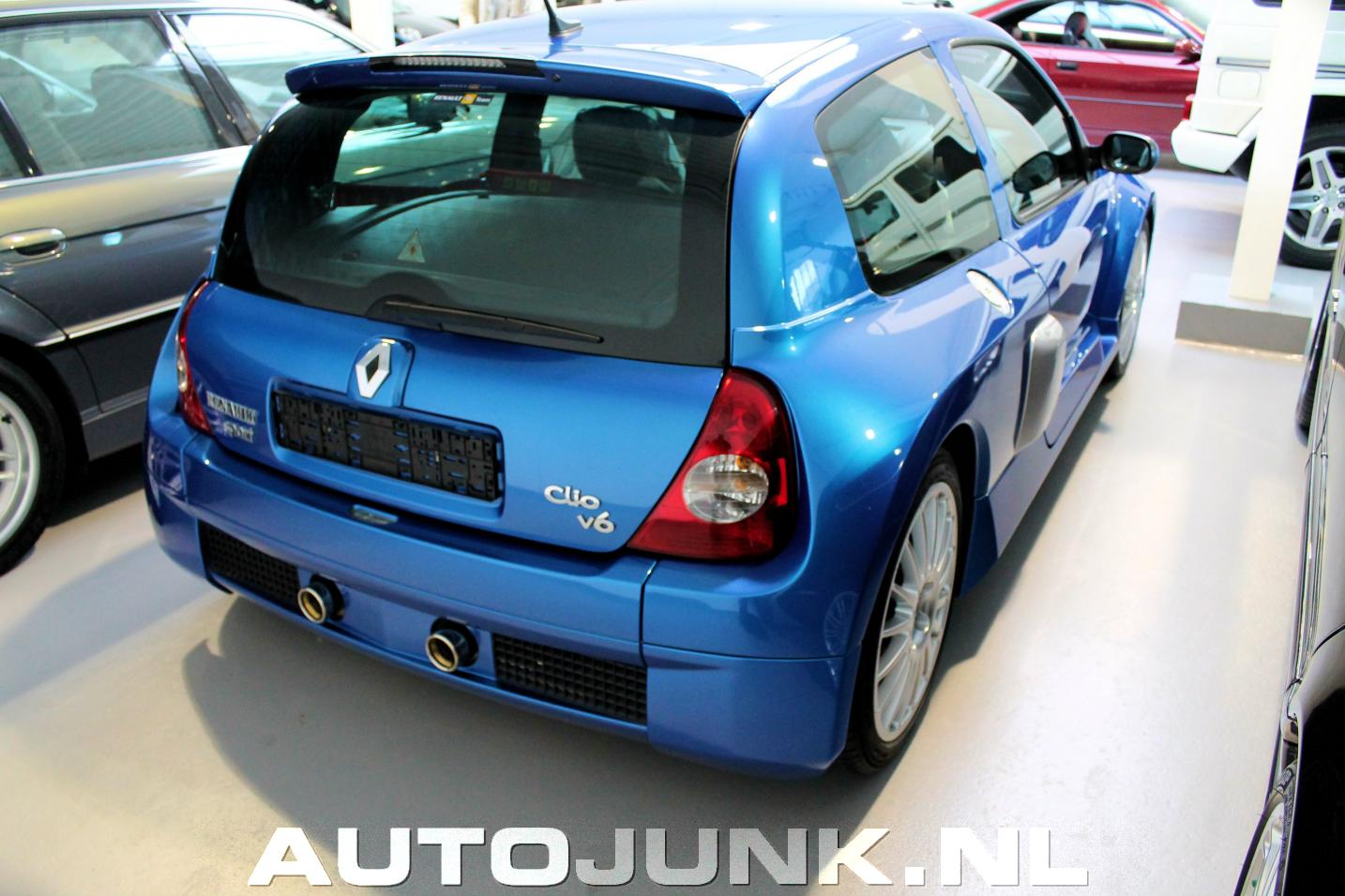 Renault clio sport 3 0 v6 te koop
