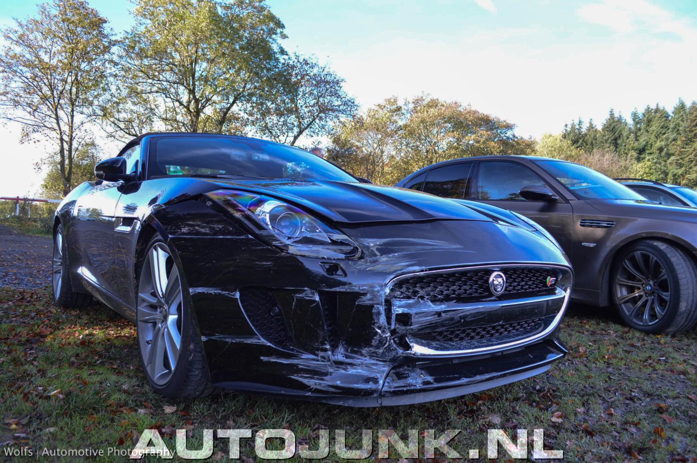 jaguar f type s cabrio crash foto 39 s 130631. Black Bedroom Furniture Sets. Home Design Ideas