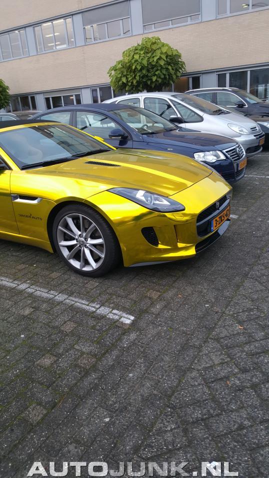 gouden jaguar f type cabrio foto 39 s 155642. Black Bedroom Furniture Sets. Home Design Ideas