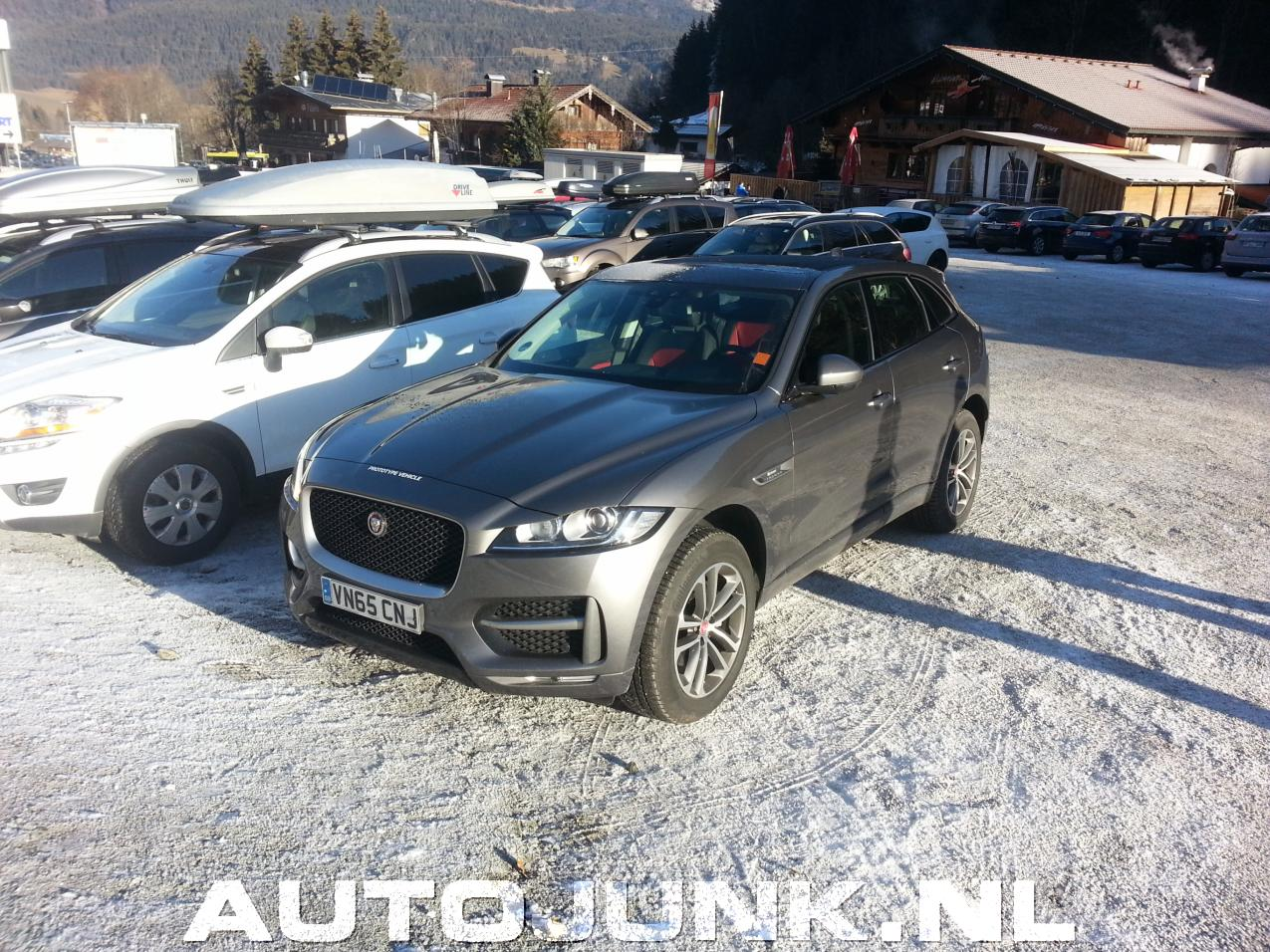 Jaguar f pace foto 39 s 159301 for Interieur jaguar f pace