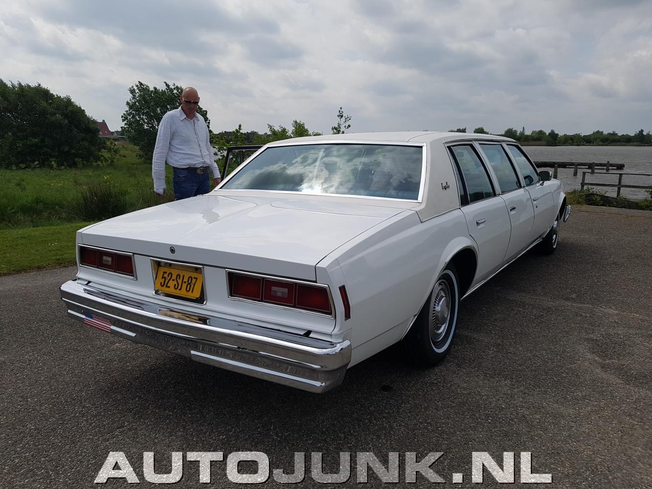 chevrolet impala 1977 limousine foto 39 s 169198. Black Bedroom Furniture Sets. Home Design Ideas