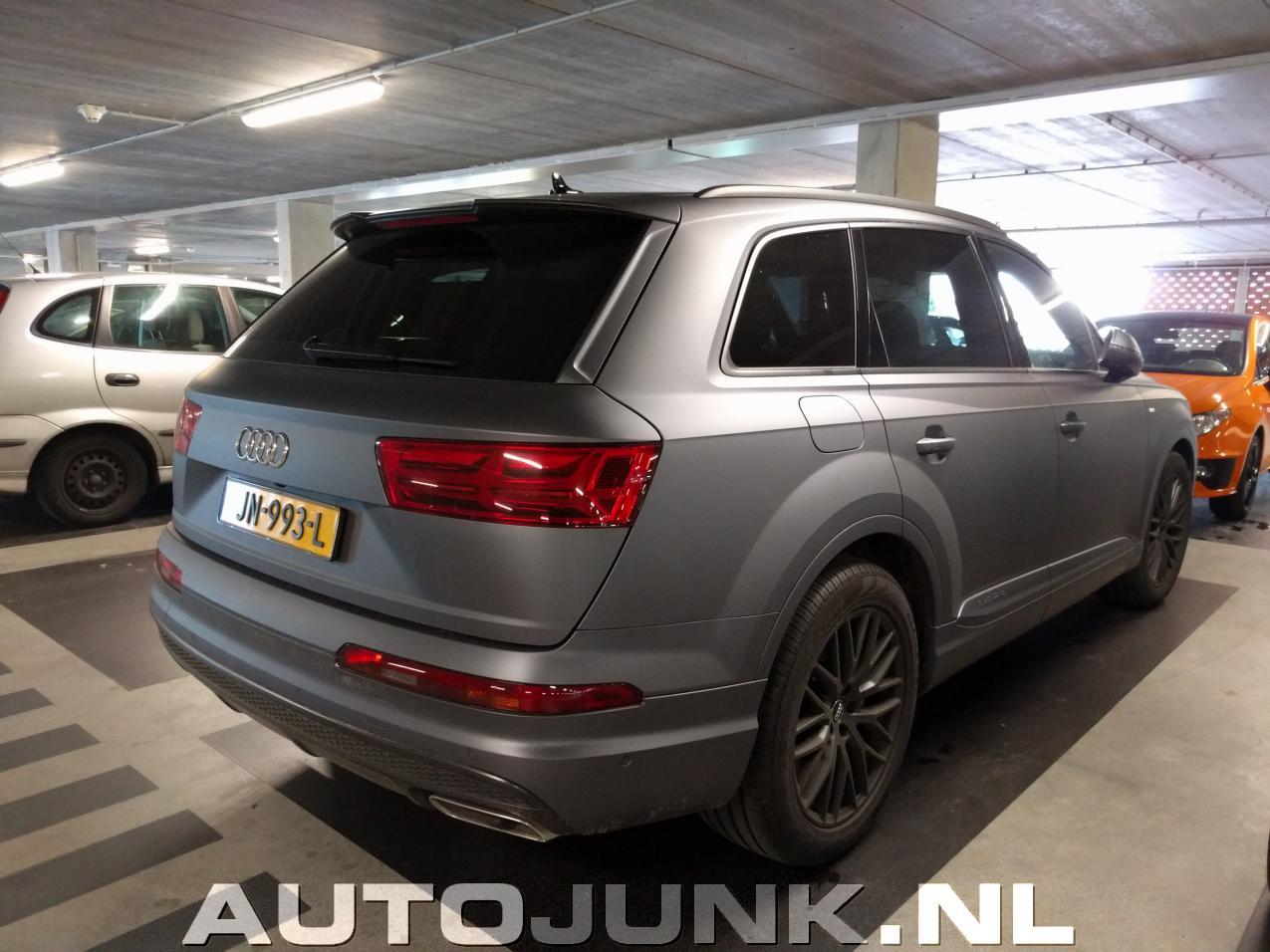 Mat Grijze Audi Q Uden